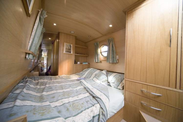 Napton narrowboats elite 6r for Narrow width bunk beds